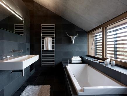 בלגיה בית ונוי, אמבטיה