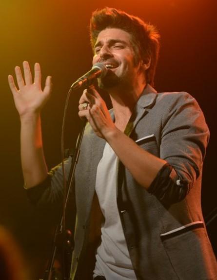 רותם כהן בהופעה (צילום: שרון רביבו)