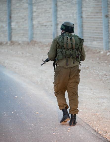 חייל בפטרול  (צילום: דן ג'וספסון)