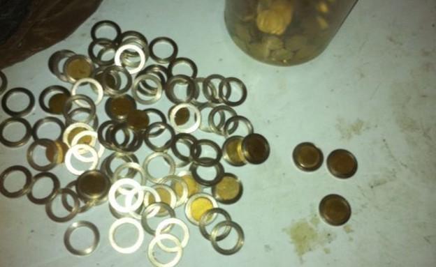 מטבעות מזוייפים (צילום: משטרת מרחב לכיש)
