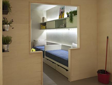 בית כלא, כניסה עציצים