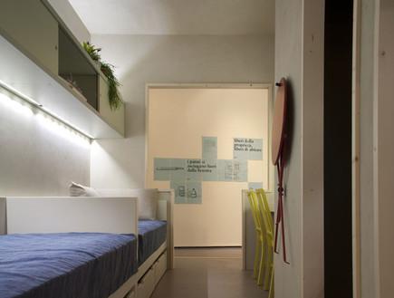 בית כלא, מיטות