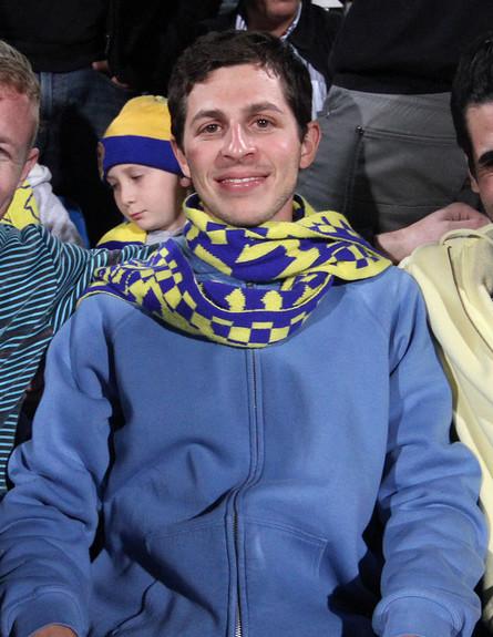 גלעד שליט וחברים במשחק האליפות של מכבי תל אביב בכד