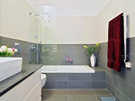 בית בשרון, אמבטיה מגבת