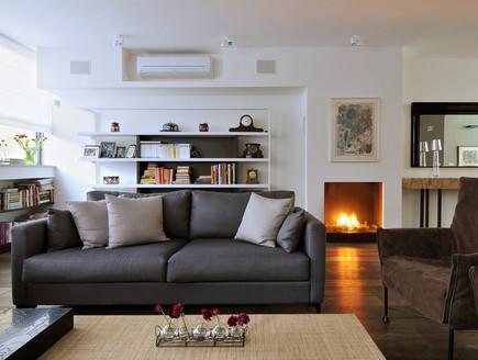 בית בשרון, סלון ספה