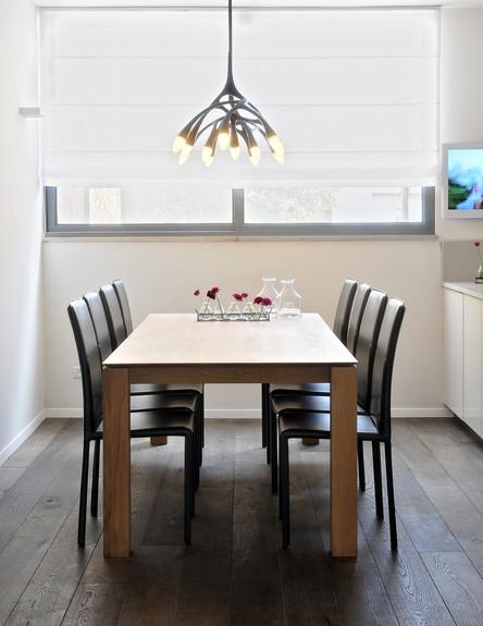 בית בשרון, שולחן אוכל