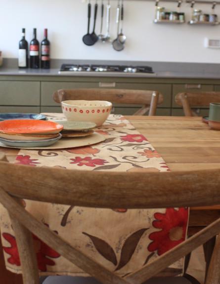 טל גוטהילף, שולחן אוכל כיסא, צילום יעל גולן (צילום: יעל גולן)