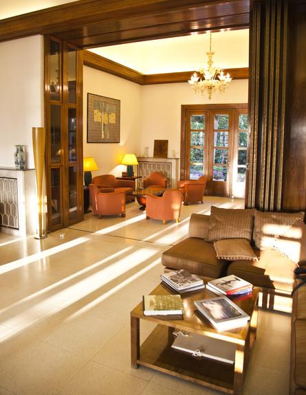 הבתים מבפנים, בית השגריר סלון שולחן, צילום בנג'מין (צילום: בנג'מין הוגט)