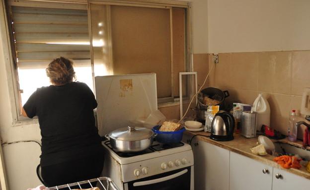 דנה בביתה בנתניה (צילום: תומר ושחר צלמים)