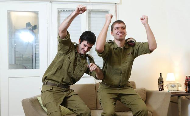 """חילים שמחים מאוד (צילום: עודד קרני, פז""""ם)"""