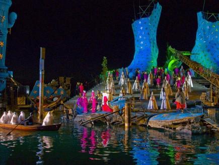 אופרה על המים, צבעים