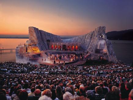 אופרה על המים, קהל