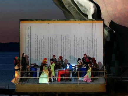 אופרה על המים, אישה ומקהלה
