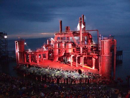 אופרה על המים, מפעל
