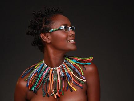 טהוניה רובל בקמפיין למשקפיים (צילום: אילן בשור)