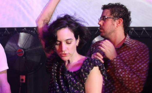 נועה יחיאלי רוקדת (צילום: יובל שמש)