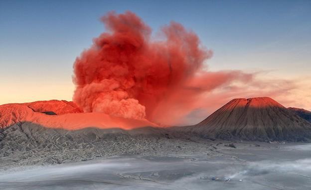 הוולקנו מתפרץ, וולקנו אינדונזיה (צילום: Helminadia Jabur)