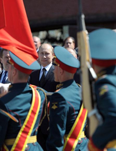 המצעד החגיגי במוסקבה, הבוקר (צילום: רויטרס)