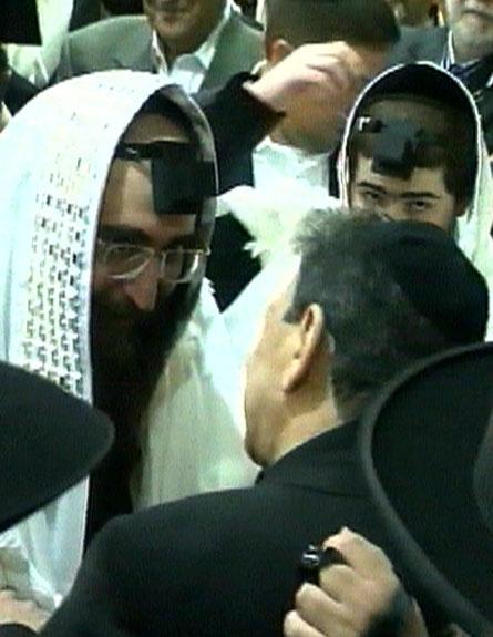 דנקנר והרב פינטו בטקס בר המצווה (צילום: חדשות 2)