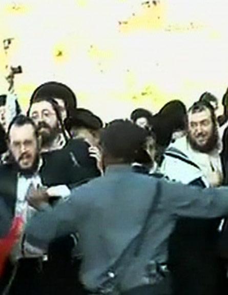 מפגנים בכותל נגד זכיות הנשים (צילום: חדשות 2)
