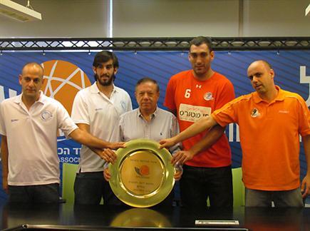 רק אחת תעלה לליגת העל. נס ציונה והוד השרון (צילום: איגוד הכדורסל) (צילום: ספורט 5)