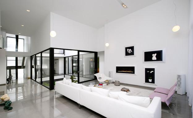 בית בקיסריה, סלון (צילום: מושי גיטליס)