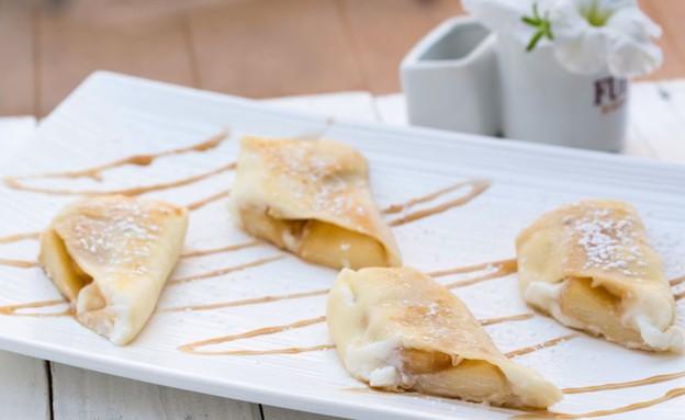 בלינצ'ס עם מלית גבינה ותפוחים מקורמלים (צילום: בני גם זו לטובה, אוכל טוב)