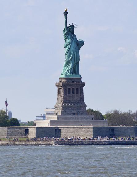 טינקסטוק פסל החירות, ניו יורק עם ילדים (צילום: אימג'בנק / Thinkstock)