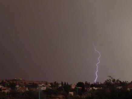 גם מיתר ספגה ברקים, הרסניים פחות