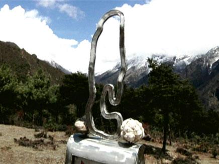 הפסל שהוצב במקום (צילום: חדשות 2)