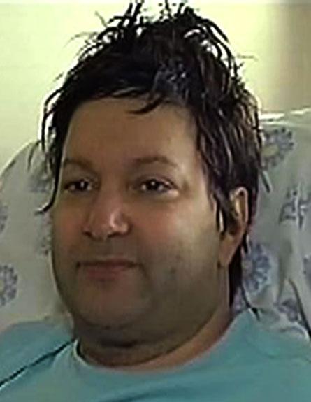 צפו: הזמר שאיבד את קולו (צילום: חדשות 2)