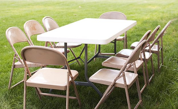 www.bloominghome שדרוג גינה כיסאות לפני stead (צילום: www.bloominghomestead)