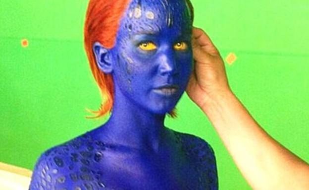 ג'ניפר לורנס בצבעי גוף