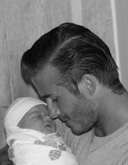 דיוויד בקהאם - 2011. הארפר נולדה (צילום: twitter)