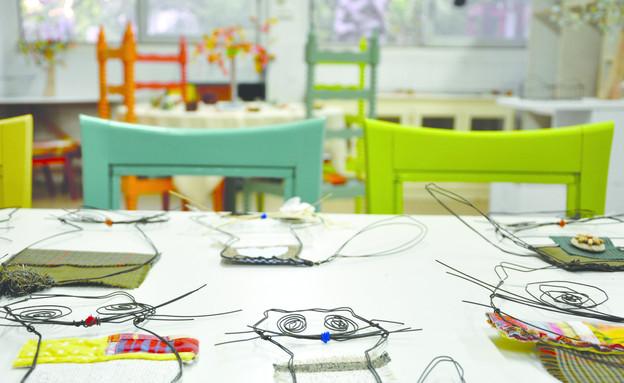 בתי מלאכה, חתולים על שולחן (צילום: ליבת רות)