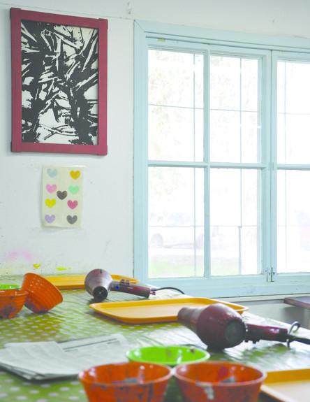 בתי מלאכה, כלים על השולחן (צילום: ליבת רות)