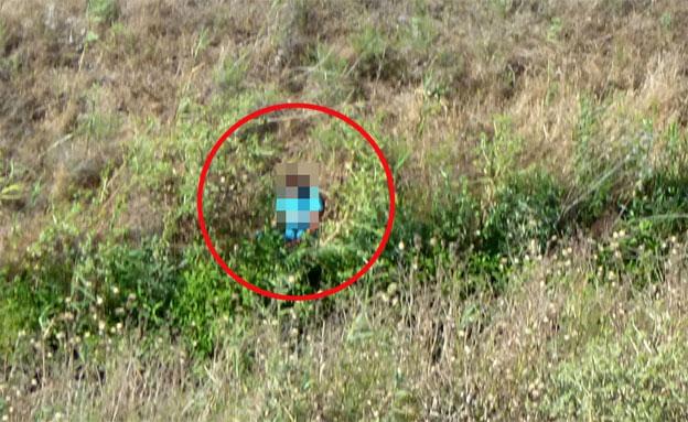 """החשוד ברצח אמו בחקירה: """"יום אסל, יום בסל"""" (צילום: יחידה אווירית)"""
