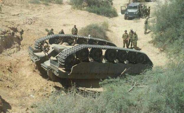 """טנק התהפך (צילום: פז""""ם)"""