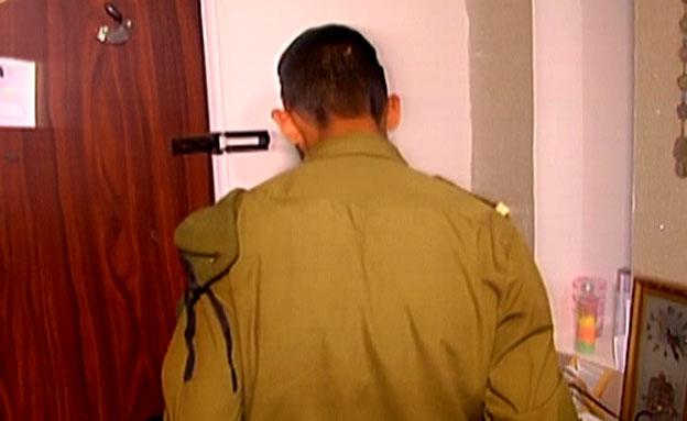 האב החרדי שבחר להתגייס (צילום: חדשות 2)