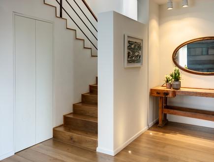 שרון איגר, מדרגות