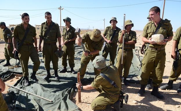 """חיילי חיל הנדסה (צילום: ליאור עפרון, עיתון """"במחנה"""")"""