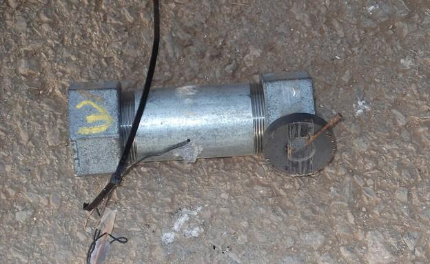 מטענים שנתפסו במעבדה של חיילים (צילום: משטרת ישראל)