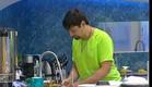 יניב שוטף כלים (תמונת AVI: mako)