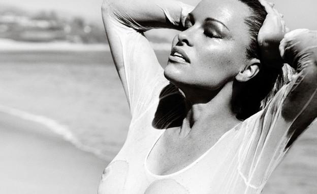פמלה אנדרסון לווג ברזיל (צילום: Vogue Brasil)