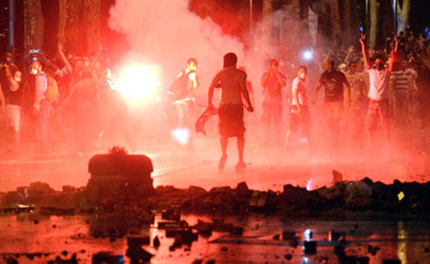 אחרי כשבועיים - מוכן להיפגש עם המורדים. ארדואן (צילום: AP)