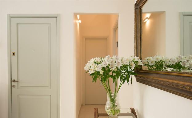 דירת באוהאוס, דלת כניסה (צילום: אביב קורט)