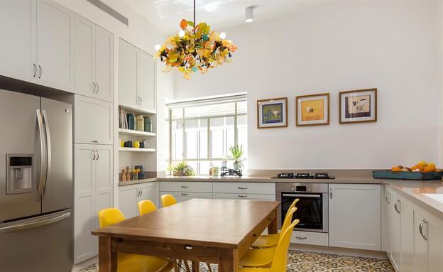 דירת באוהאוס, מטבח מקרר (צילום: אביב קורט)