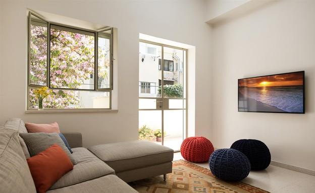 דירת באוהאוס, סלון ספה (צילום: אביב קורט)