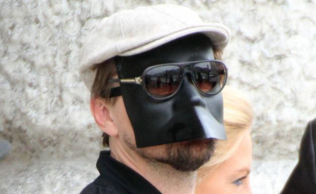 ליאונרדו דיקפריו עם מסכה