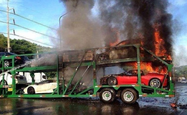 שריפה מכוניות ספורט תאילנד